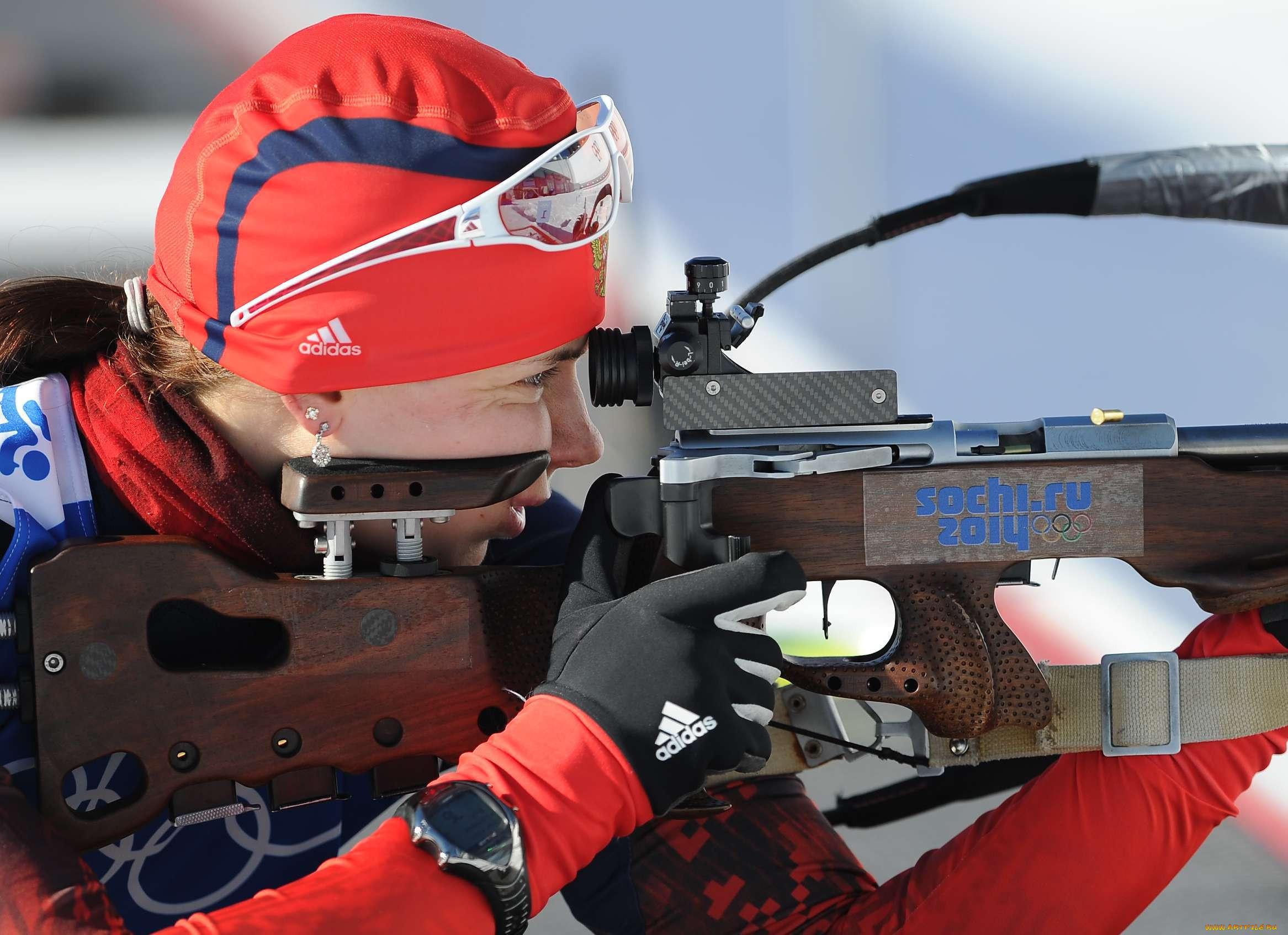 спорт, лыжный спорт, сочи, биатлон, винтовка, олимпиада, спортсменка, девушка, сосредоточенность, выстрел, оружие